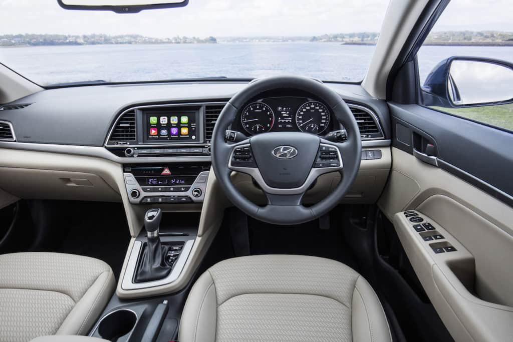 2016-Hyundai-Elantra-interior
