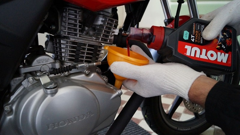 engine-oil-change-motorcycle