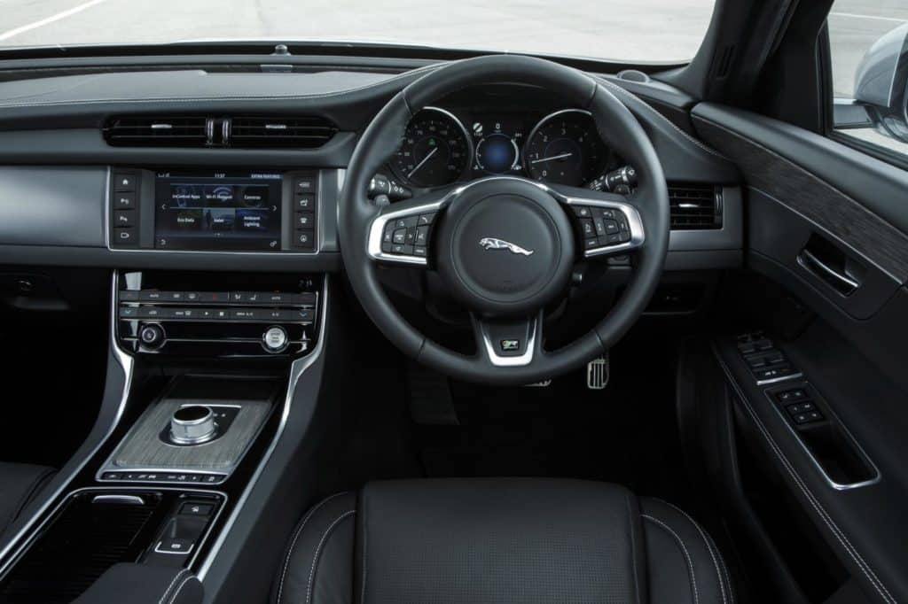 Steering wheel taken out of F-Type