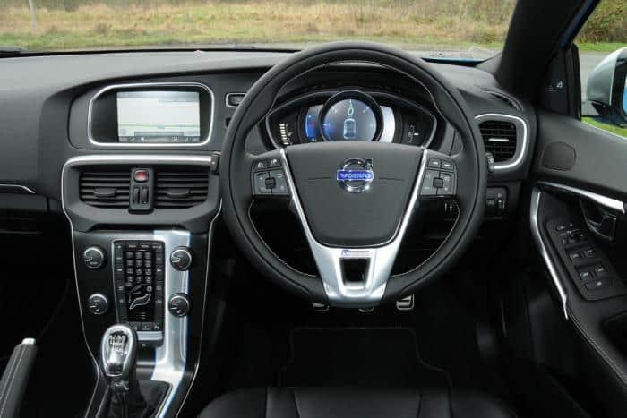volvo-v40-r-design-interior
