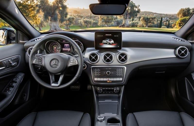 Mercedes-Benz-GLA-2017-interiors