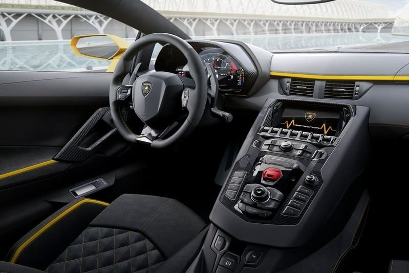 Lamborghini-Aventador_S-2017-inetrior