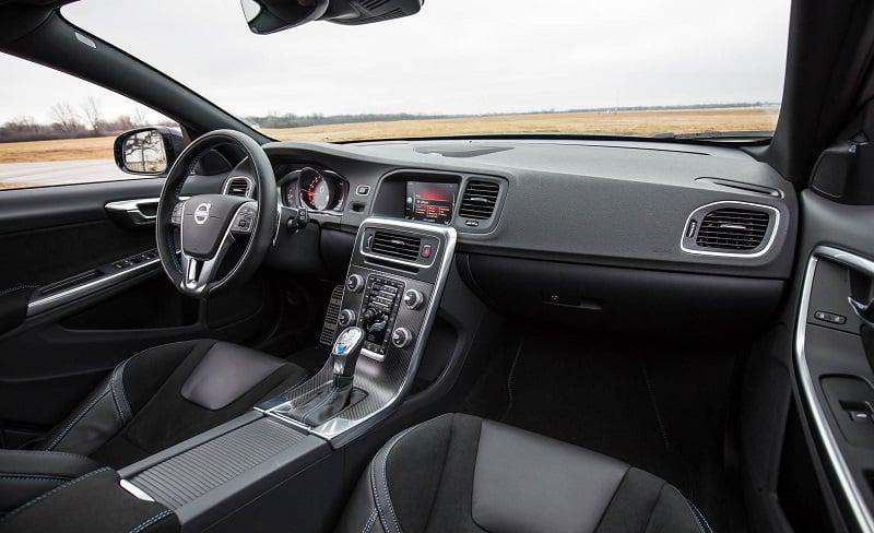 2017-Volvo-V60-Polestar-interior-dashboard-india