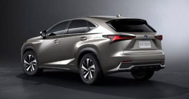lexus-nx300h-rear
